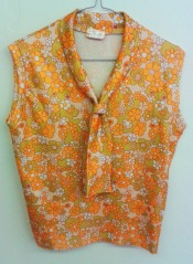 Cheerfull 60s yellow flower print top with a scarf neckline.