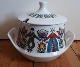 Figgjo Saga design soup tureen with lid.