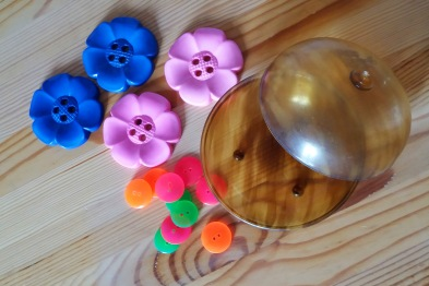 Four giant flower shaped buttons, fluorescent buttons & a vintage bowl.